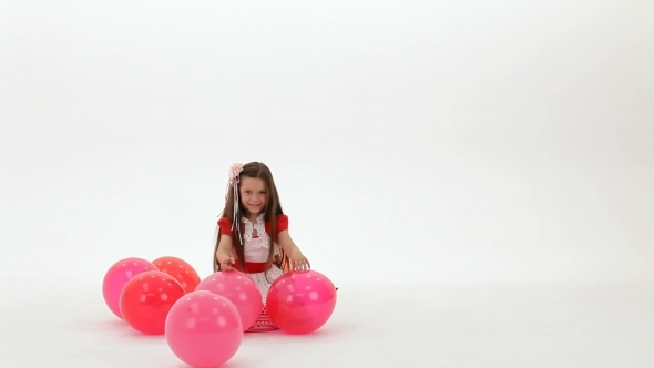 VideoHive Girl Playing With Balloons 12221012