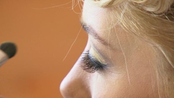 VideoHive Putting Eyeshadows 12230117