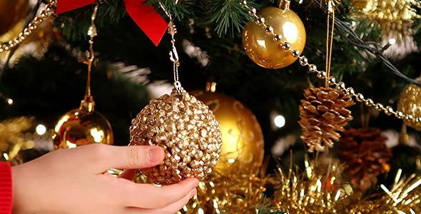 Decorating Christmas Tree 2