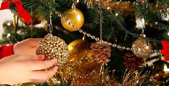 Decorating Christmas Tree 3