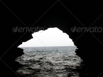 caverne in the sea