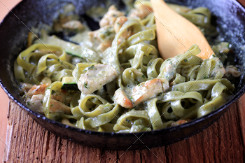 Spinach fettuccine with chicken, basil pesto and cream