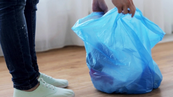 Nainen Sitominen Bag roskat kotona 9 - People Arkistofilmit