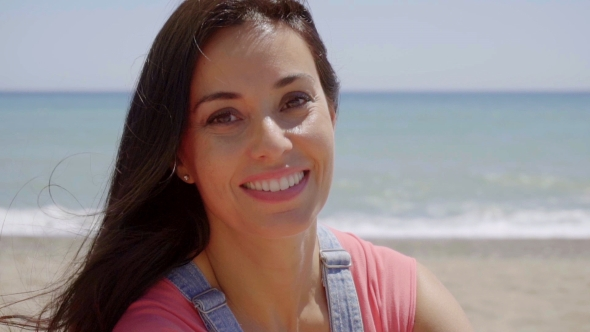 Happy Lady With Ocean Tausta - People Arkistofilmit