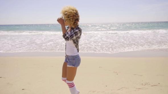 Sexy Woman Walks Beach Pitkin - Nature Arkistofilmit