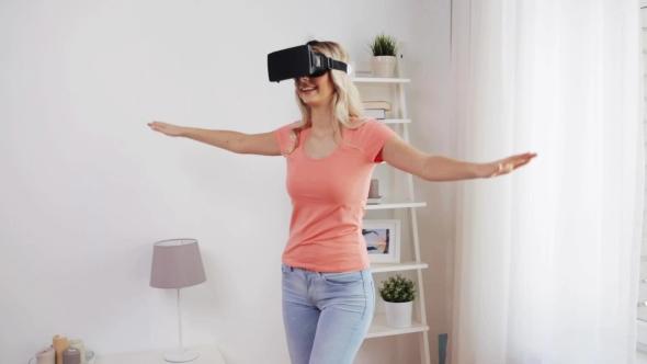 Nainen Virtual Reality Kuulokkeet Tai 3d lasit 38 - People Arkistofilmit