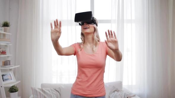Nainen Virtual Reality Kuulokkeet Tai 3d lasit 34 - People Arkistofilmit