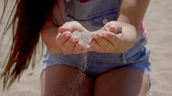 Sand putoamisen Hands naisen Shorts - People Arkistofilmit