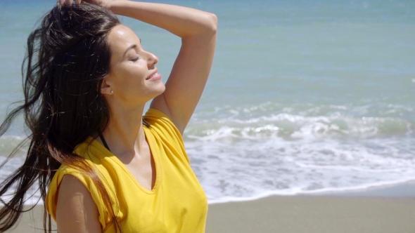 Lovely nuori nainen aurinkoa - People Arkistofilmit