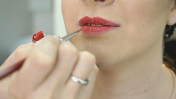 Download Makeup Artist Making Make-up For Stylish Model nulled download