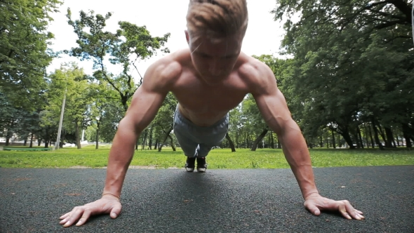 VideoHive Sportsman Doing Push-ups On The Floor Beautiful Inflated Torso 17033201