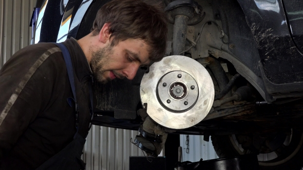 VideoHive Man Strengthen Brake Discs And Pads 17117413