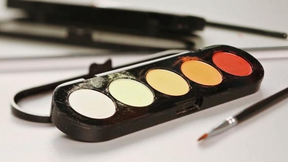 Download Makeup Brush Moving Over Multicolor Eye Shadows Palette nulled download