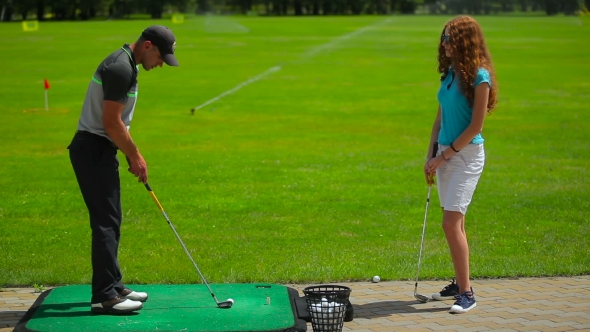Download Man Explains The Girl How To Play Golf Near Course nulled download