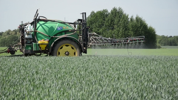 Download Tractor Pulls Tank With Fertilizer From The Sprinkler Spray Crop nulled download