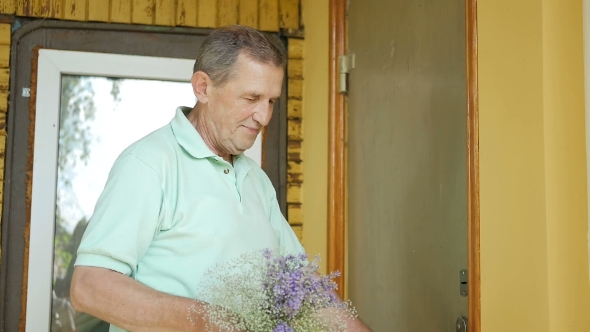 Download Man Surprises His Wife a Bouquet Of Flowers. nulled download