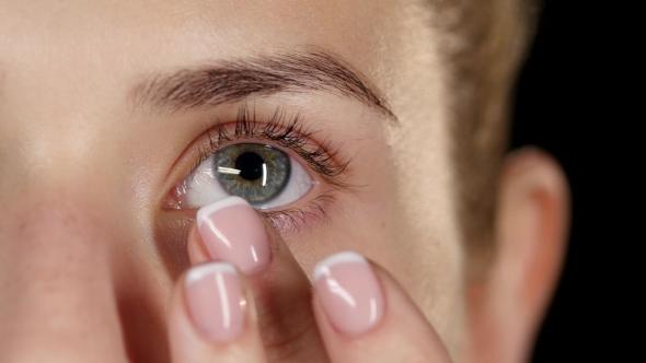 Download Moisturize Skin Around The Eyes. Make Up.  nulled download