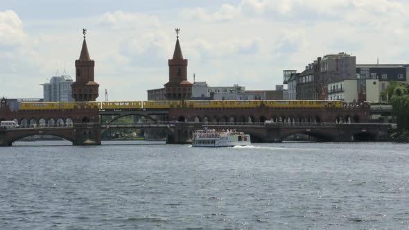 Berlin City - Spreeltä - Laiva, silta, juna - Kaupunki Arkistofilmit