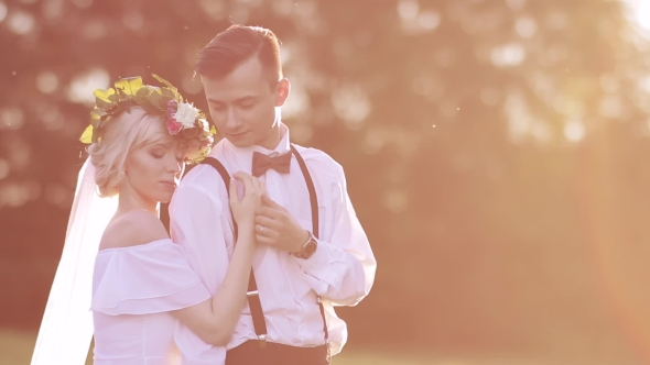 Download Bride And Groom At Sunset Light nulled download