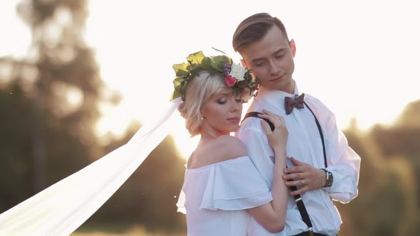 Download Bride And Groom At Sunset, Romantic nulled download