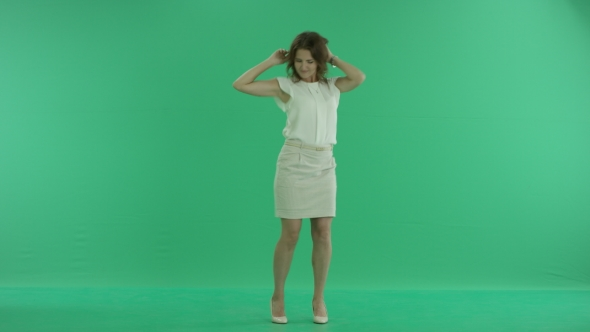 VideoHive Woman Dancing On Green Screen 17845726