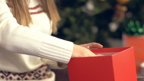 Download Beautiful Smiling Girl Open Christmas Gift nulled download