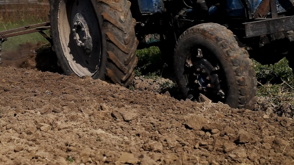 Download Old Vintage Tractor Plowing Land nulled download