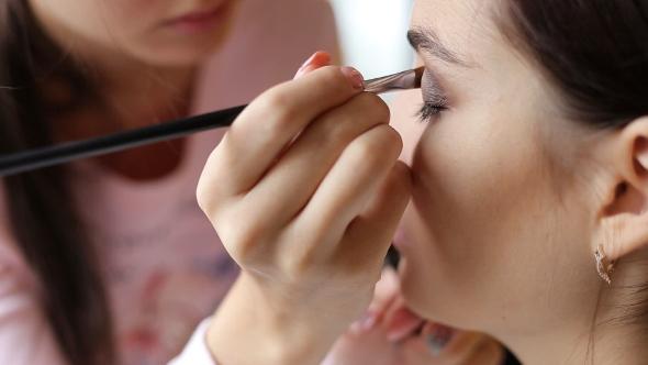 Download Makeup Artist Makes a Girl Beautiful Makeup nulled download