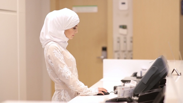 Download Beautiful Muslim Girl In Reception Hotel nulled download