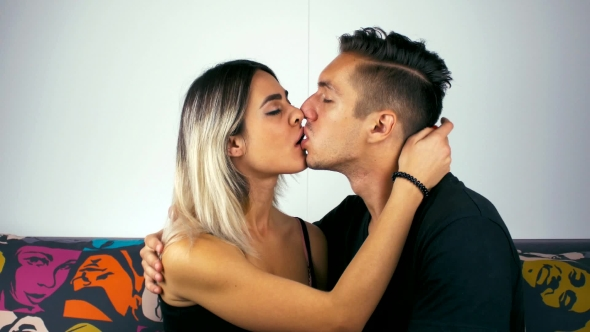 Download Portrait Of a Young Couple Kiss Passionately nulled download