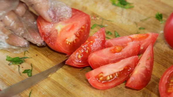 Download Hands Cut Tomatoes For Salad nulled download
