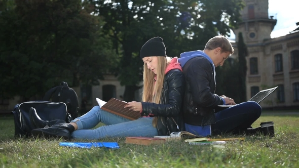 Download College Students Studying Near Campus nulled download