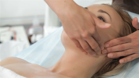 Download Masseur Massages Woman's Chin nulled download