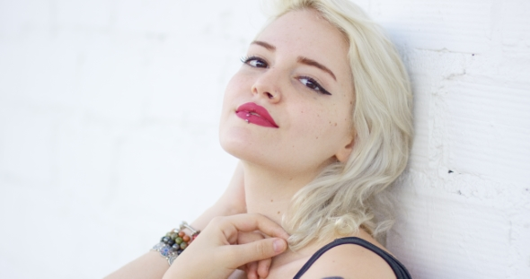 Download Portrait Of a Sexy Hipster Young Blond Woman nulled download