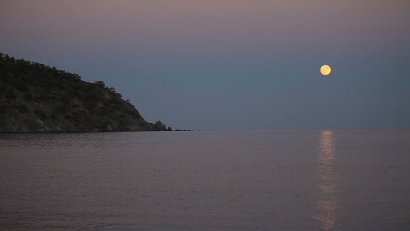 VideoHive Beautiful Night Scene With The Full Moon Rising Over Sea With a Lunar Path 18606046