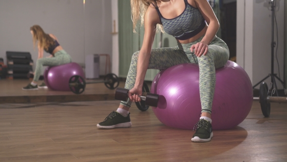 VideoHive Of Sportswoman Lifting Dumbbells In Front Of Camera In The Gym 18634834