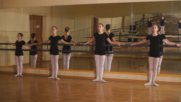VideoHive Young Ballet Dancers Stands Near The Ballet Barre At The Ballet Hall 18705517