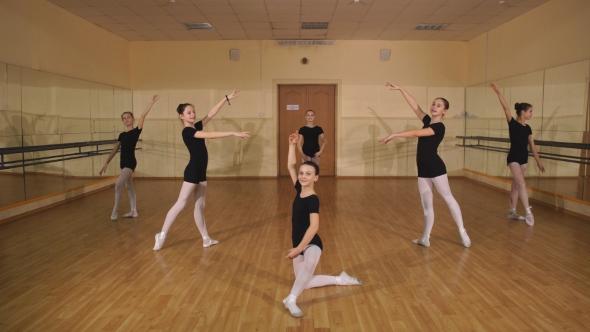 VideoHive Little Ballerinas Dancing In Dance Studio 18705661