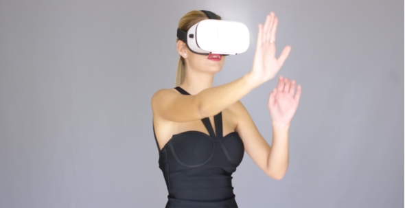 Download Beautiful Sexy Blond Girl Enjoys Virtual Reality Glasses nulled download