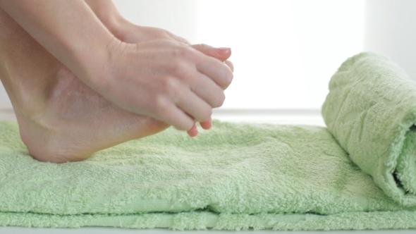 VideoHive Applying Cosmetic Foot Cream 18722759