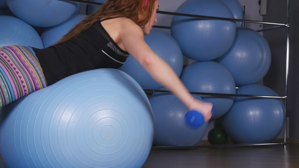 VideoHive The Woman Trains on Fitball 18962729