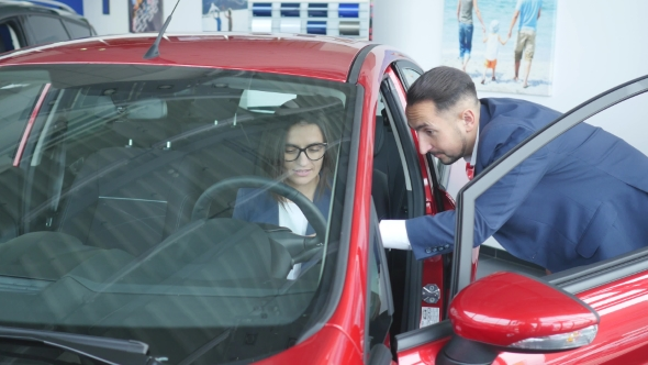 VideoHive Woman Buying a New Car 18966522