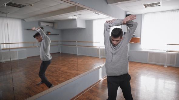 dance class reflection Class description - dance - modern : modern student in modern class: modern is the polar opposite of ballet while ballet focuses on symmetry, poise and lift form the .