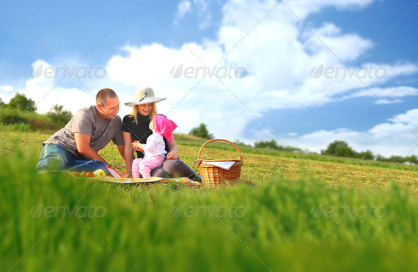 Stock Photo - PhotoDune Family picnic 2614300