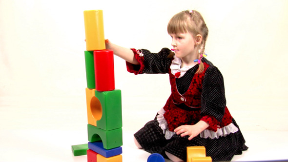 Girl Play With Bricks 4