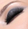 Luxuriant eyelashes