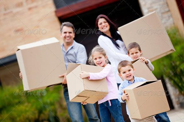 PhotoDune Family moving house 2243612