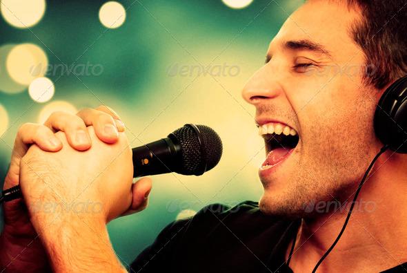 PhotoDune Singer 3414440