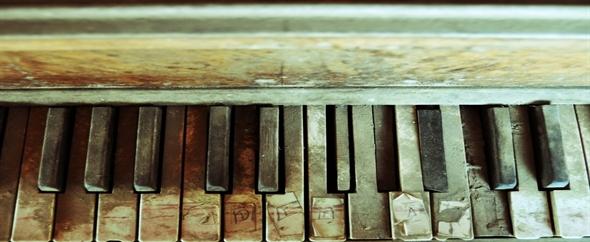 Staroe_pilnoe_pianino_590x242