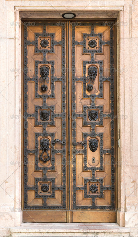 PhotoDune wooden door with leon St Stephen s Basilica 3653930